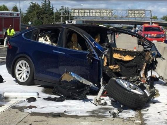 El Tesla Model X tras el accidente en Mountain View, California.
