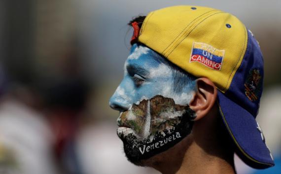 Un manifestante en la protesta contra el Gobierno de Nicolás Maduro en Caracas, Venezuela, el 1 de mayo.