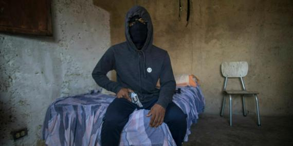 Los criminales venezolanos lo están pasando mal, con el costo de las balas en alza.