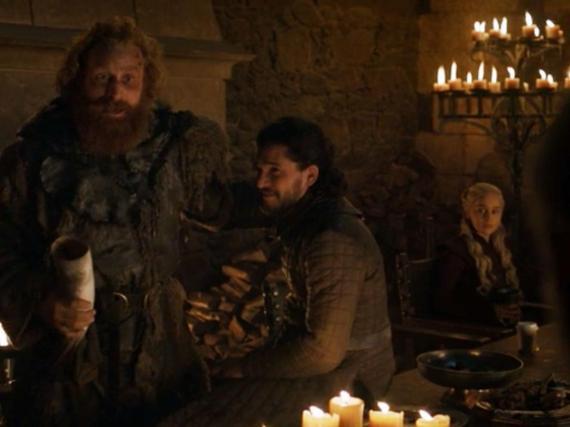 ¿Qué diablos está bebiendo Daenerys?