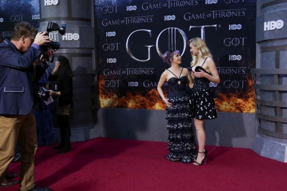 """Maisie Williams y Sophie Turner llegan al estreno de la temporada final de """"Game of Thrones"""" en el Radio City Music Hall de Nueva York, EE. UU., El 3 de abril de 2019."""
