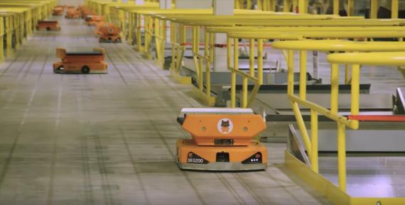 Los nuevos robots Pegasus de Amazon han reducido los paquetes mal clasificados en un 50%.