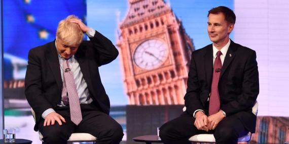 Boris Johnson y Jeremy Hunt, en un debate de la BBC en junio.