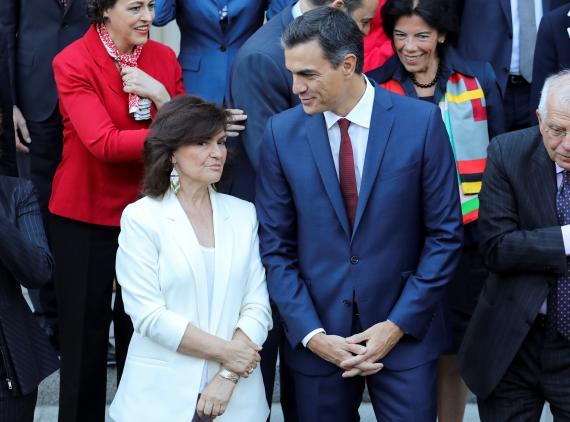 La vicepresidenta del Gobierno en funciones, Carmen Calvo, y el jefe del Ejecutivo en Funciones, Pedro Sánchez