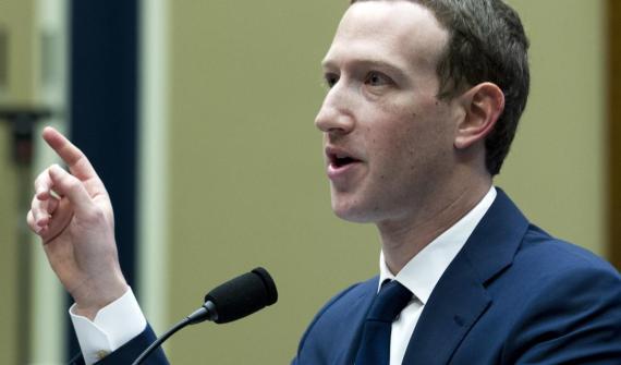 El CEO de Facebook, Mark Zuckerberg, testificando.
