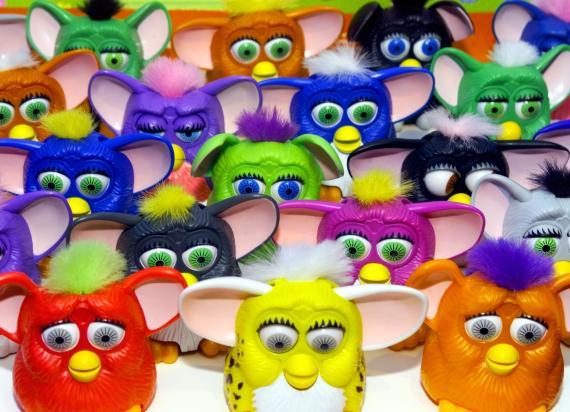 A finales de los años 90 Happy Meal regalaba minuaturas de los por aquel entonces populares Furbys.