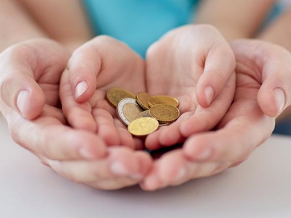importancia de enseñar a los niños a donar su dinero