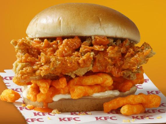 KFC está preparando un sándwich de pollo frito con Cheetos en todos los rincones de Estados Unidos.
