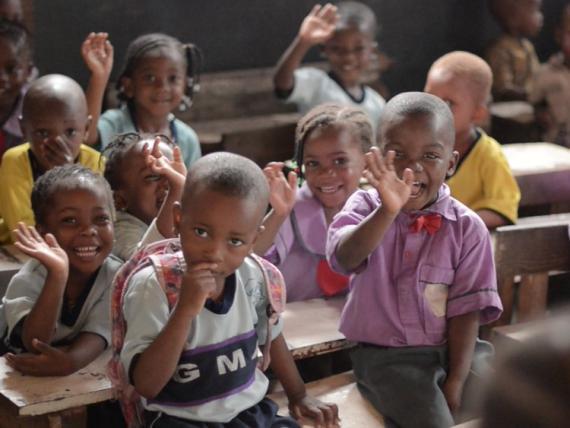 Alumnos en una clase del Colegio Internacional de Ajegunle