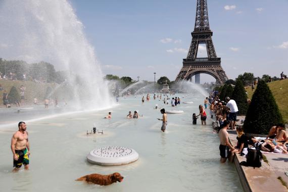 París combate la ola de calor