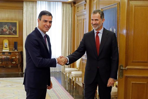 El presidente del Gobierno en funciones, Pedro Sánchez y el rey Felipe VI, a principios de junio.