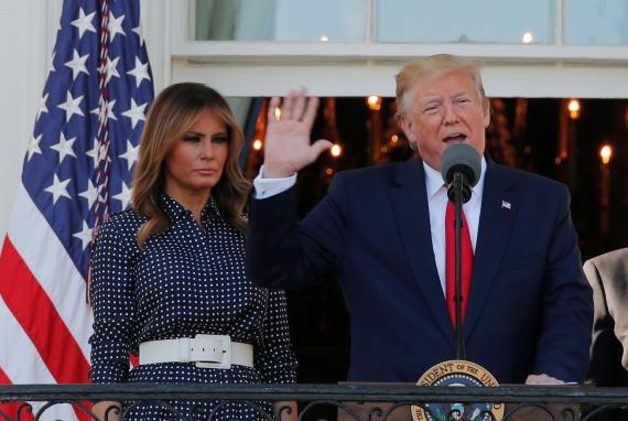 El presidente de los Estados Unidos, Donald Trump, junto a su esposa Melania.