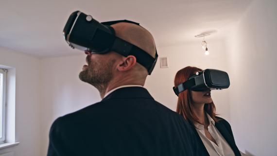Unos visitantes virtuales de un conjunto de viviendas. Getty Images