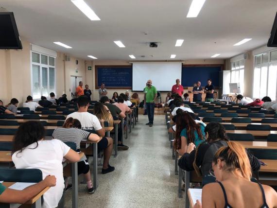 Alumnos hacen las PAU en un aula de la Universidad de Cádiz