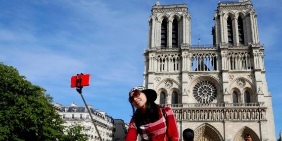 El Departamento de Estado de Estados Unidos aconseja precaución al viajar a Francia por el terrorismo y la inestabilidad civil.