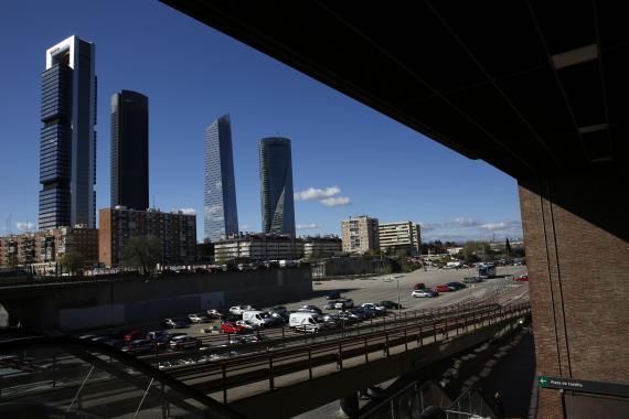 Cuatro Torres Business Area desde la estación de tren de Chamartín.