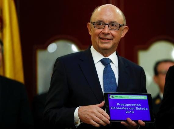 El entonces ministro de Hacienda, Cristóbal Montoro, presenta en abril de 2018 los Presupuestos para ese año