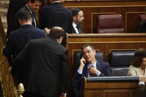 El presidente del Gobierno en funciones, Pedro Sánchez, y el exvicepresident Oriol Junqueras, durante la sesión constitutiva del Congreso el pasado mayo.
