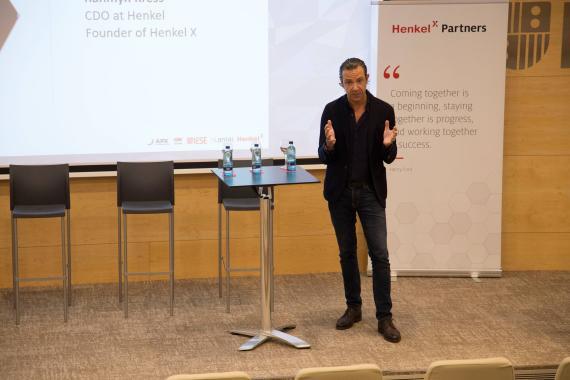 Rahmyn Kress, CDO de Henkel y fundador de Henkel X durante el evento organizado en IESE.