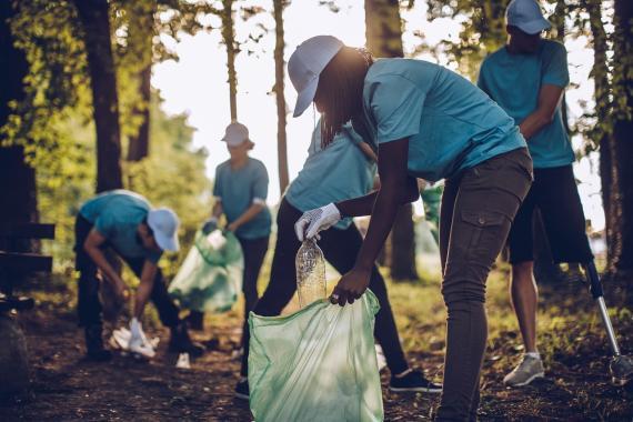La recogida de residuos ayuda a evitar la contaminación y posibilita el reciclaje