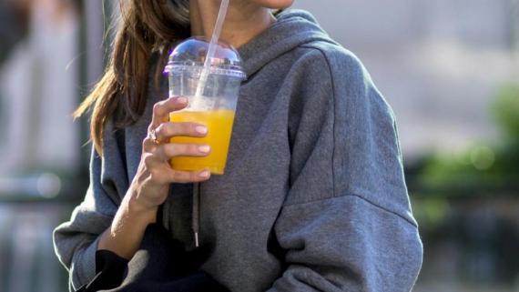 Ten cuidado al beber zumos y líquidos sin pasteurizar