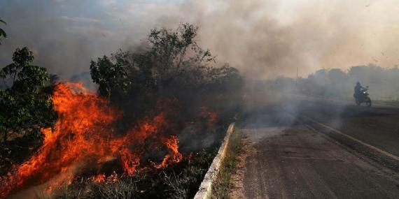 Incendio en una zona del Amazonas, el 23 de noviembre de 2014, en Ze Doca, Brasil.