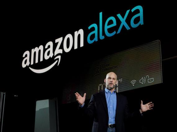 Mike George, vicepresidente de Alexa, Echo y Appstore, en su conferencia durante la rueda de prensa de LG en Las Vegas en enero de 2017.