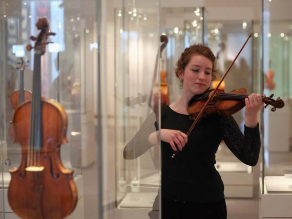 Violinista tocando el violín