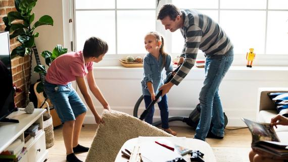 Cómo limpiar un suelo laminado: mantenimiento, consejos y herramientas