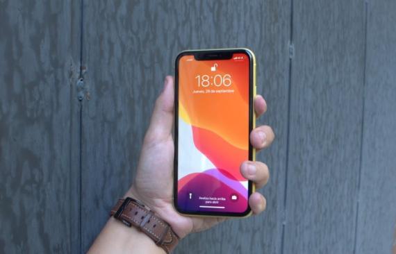 Un iPhone 11 con iOS 13