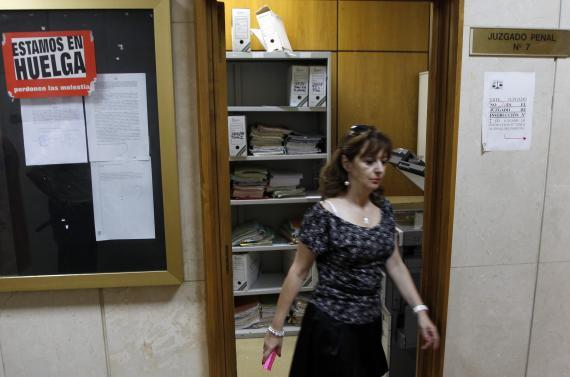 Una trabajadora de los juzgados de lo Penal de Plaza Castilla, en Madrid.