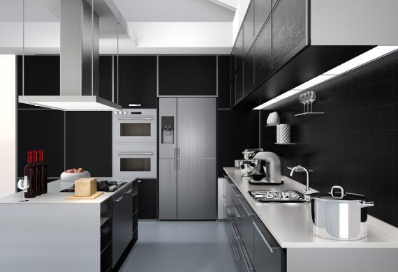 Electrodomésticos acabados en aluminio en una cocina moderna