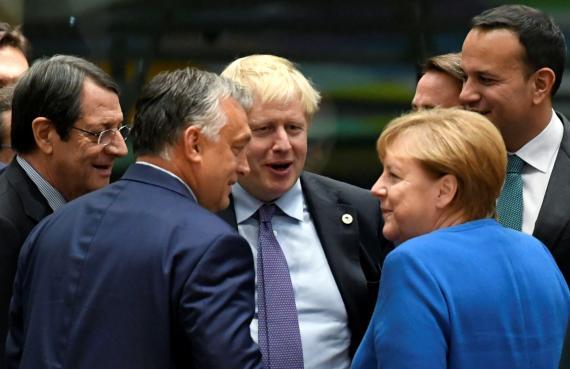 De izquierda a derecha, el presidente chipriota, Nikos Anastasiades, el primer ministro húngaro, Viktor Orban, el de Reino Unido, Boris Johnson, el de Irlanda, Leo Varadkar y la canciller alemana Angela Merkel