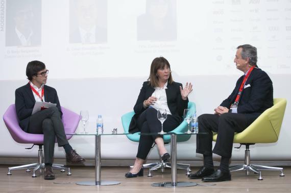 Borja Bergareche, director de Kreab Digital modera una mesa redonda entre Carina Cabezas, presidenta de Sodexo Iberia y César González-Bueno, CEO de ING España.