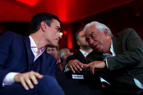 Pedro Sánchez y António Costa, líderes socialistas de España y Portugal durante la reunión anual de Partidos Socialistas europeos en Lisboa en 2018.
