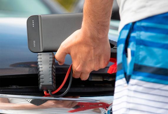 Power bank Xiaomi que carga la batería del coche