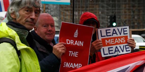 Manifestantes a favor del Brexit cerca de la Cámara de los Comunes el pasado 21 de octubre.