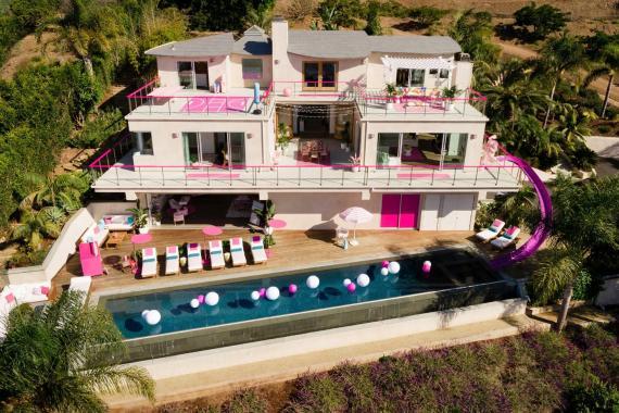 Puedes alquilar la casa de Barbie en Malibú.