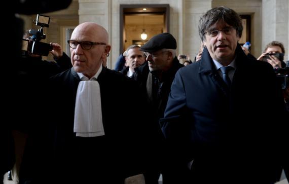 Puigdemont, a su llegada al juzgado belga que determinará si ejecuta o no su euroorden.