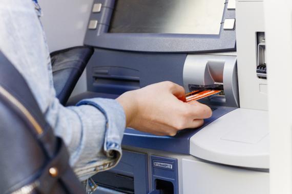 Sacar dinero del cajero con una tarjeta ING
