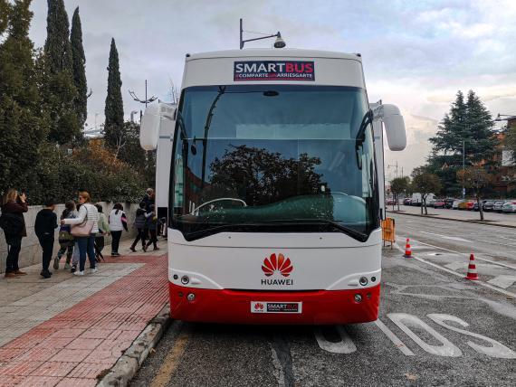 """El """"SmartBus"""" de Huawei que recorrerá España."""