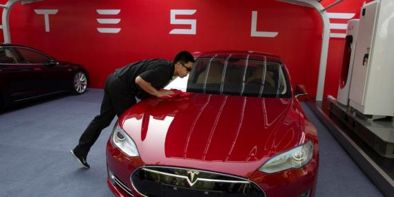 Tesla tumbles 7% after producing a disappointing number of vehicles last quarter