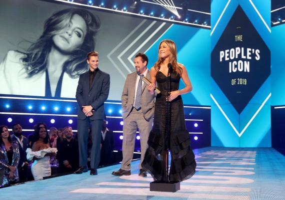 Jennifer Aniston ganó el People's Icon Award por sus logros profesionales en los People's Choice Awards el 10 de noviembre.