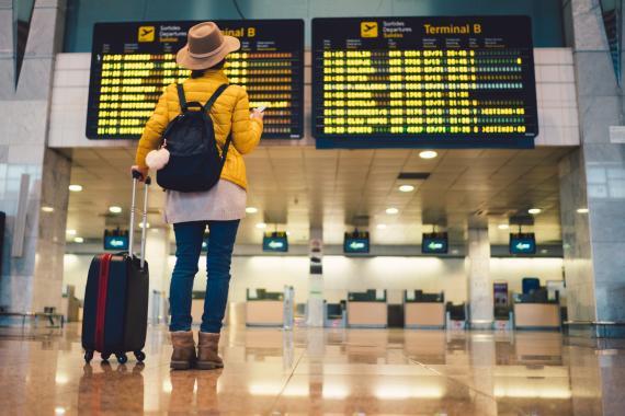 mujer aeropuerto