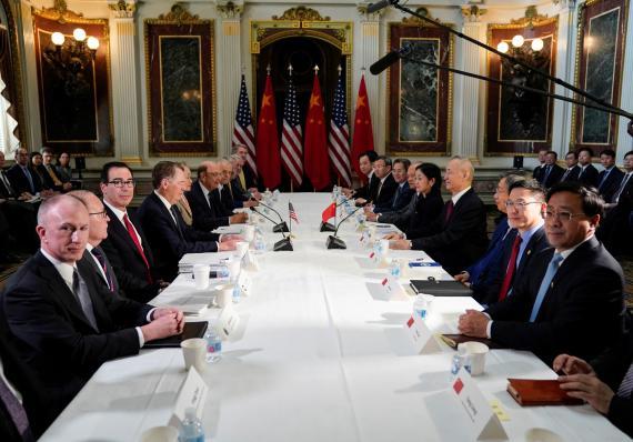 Los negociadores comerciales de EE.UU. y China durante una reunión en Washington
