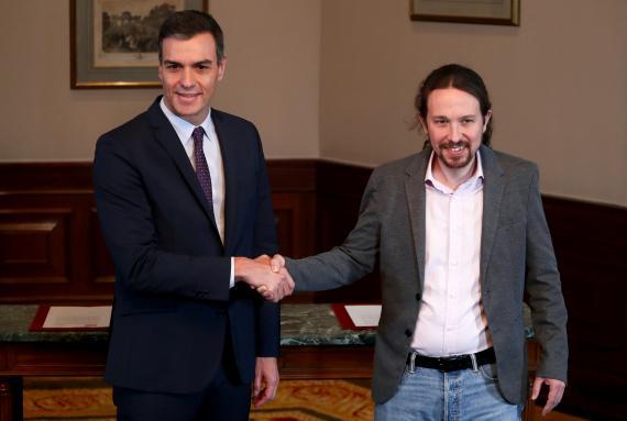 Pedro Sánchez y Pablo Iglesias, tras anunciar su preacuerdo para un gobierno de coalición.