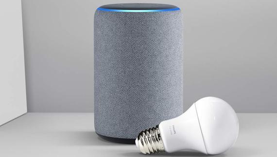 Amazon Echo Plus y bombilla Philips Hue