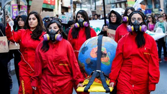 Un grupo de jóvenes se manifiesta en Chile durante las jornadas de protestas de Fridays for Future.