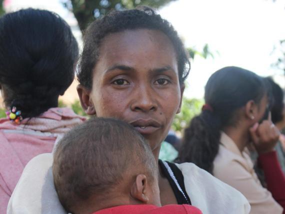 Isaia, el hijo de cinco meses de Lalatiana Ravonjisoas, murió de sarampión en Madagascar.