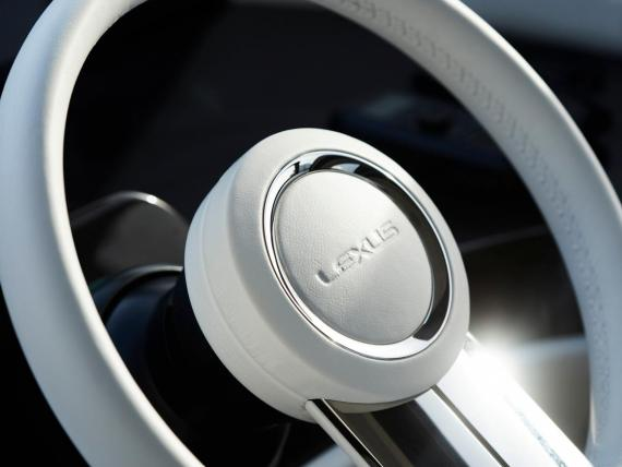 El LY 650 es el primer yate del fabricante de coches de alta gama.
